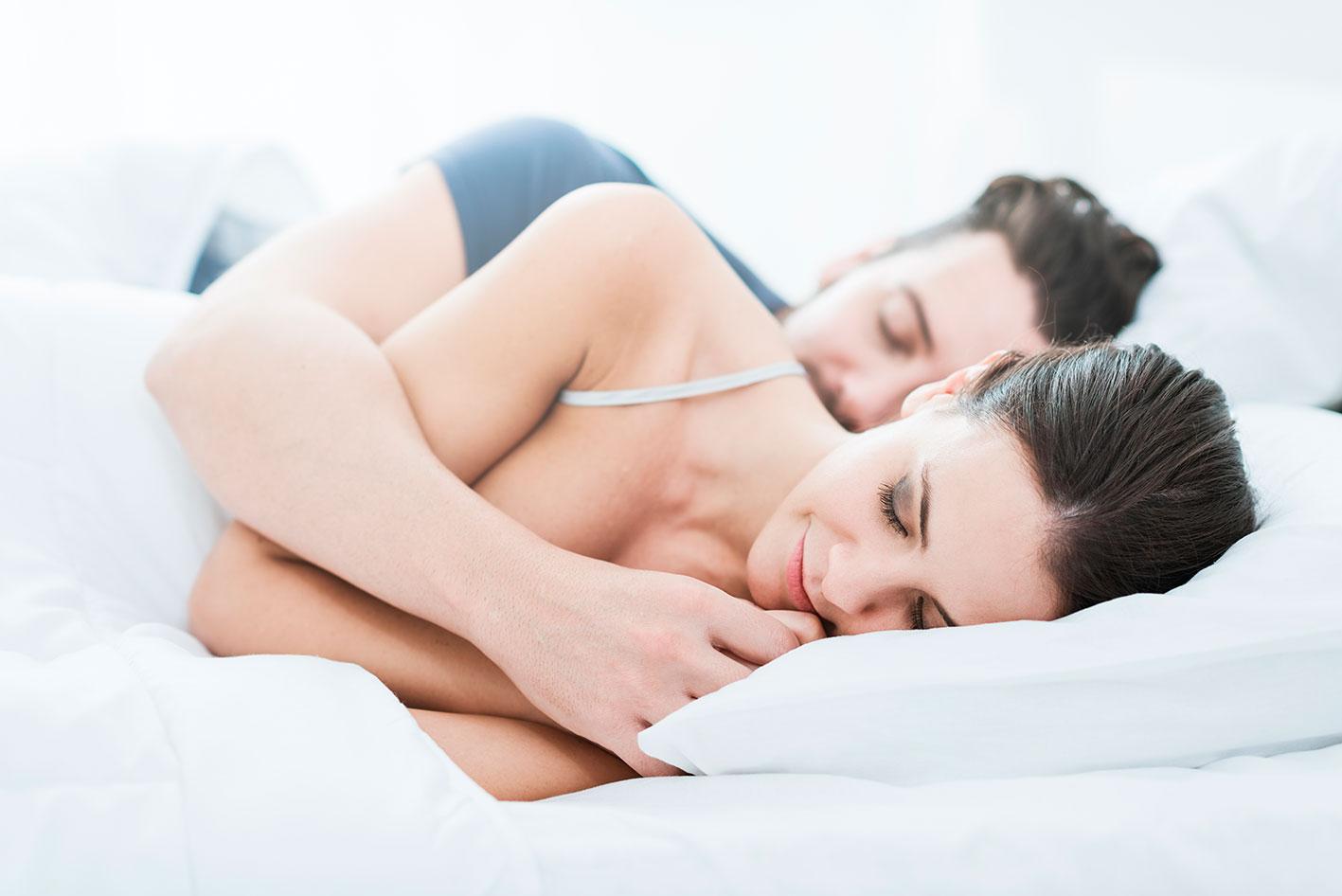 Abbracciati Nel Letto.Perche Ad Alcuni Di Noi Piace Dormire Abbracciato Al Proprio Partner